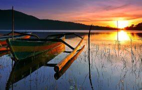 Saulelydis Bedugul ezere